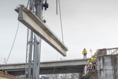 Installation of beams on the overpass at the Port of Gdańsk has ended